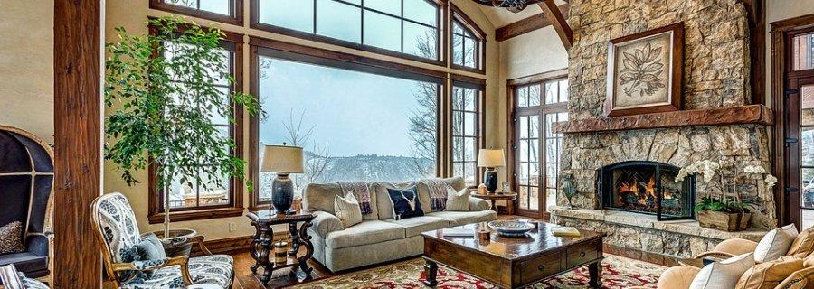 Niebagatelne wnętrze z orientalnym dywanem