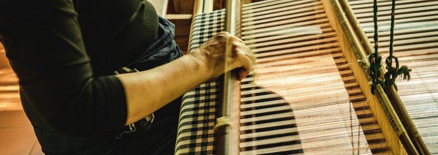 ręczne tkanie dywanu